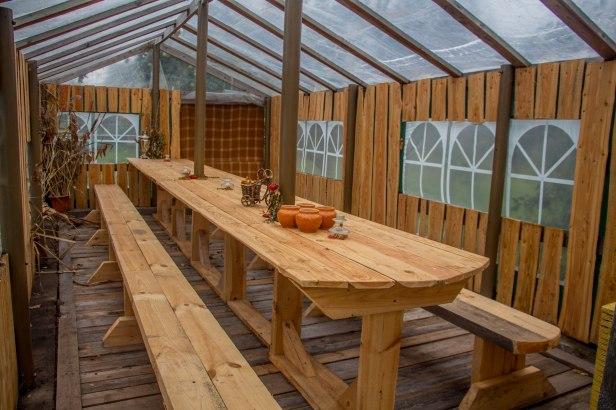 Pjotr on Mesi tare tegemistest saanud innustust ja nii ehitas oma kasvuhoone ümber väliköögiks. Sest üritusi, kust osa võtta, on oluliselt rohkem, kui 2016 suvel kasvuhoonest saadud tomateid!