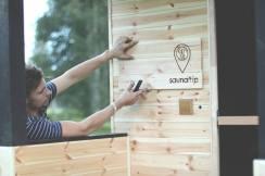 Varnja Saunafestil osaleb saunatrip.ee oma vahva kadakase haagissaunaga. Foto: saunatrip.ee