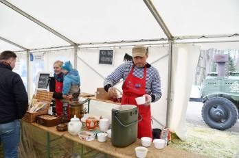 Mesi tare pere jagas suppi ja pakkus samovariteed. Foto: Ülle Jukk