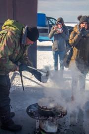 Elamustoitlustus Peipsi järvel, kalagiid ja Mesi tare peremees Marko jagab enda tehtud suppi.